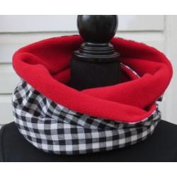 Schlauchschal Schwarz Damen kariert mit Rot aus Baumwolle Fleece als Loop genäht. Zum Knoten oder als Schlauch.