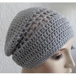 Sommermütze Damen Grau als Beanie aus Wolle gehäkelt. Modisch als Long. Handarbeit. Farbe, KU 54-62 cm
