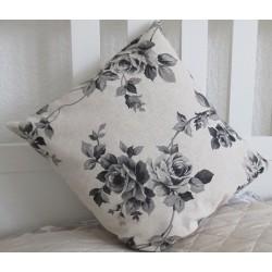 Kissen Landhausstil Beige Schwarz mit Rosen aus Baumwolle genäht. Weitere im Shop. 40x40, 45x45 cm nach Wunsch.
