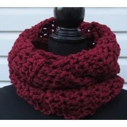 Loop Schal Damen Winter Bordeaux Rot aus kuscheliger Wolle gehäkelt. Beanie im Shop. Handarbeit. Farbe nach Wunsch.