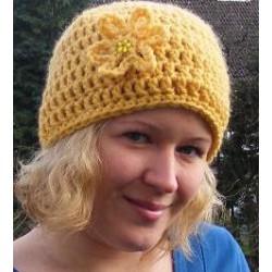 Damen Mütze Winter Blume aus Wolle gehäkelt. Schal im Shop. Liebevolle Handarbeit. KU 54-62, Farbe nach Wunsch.