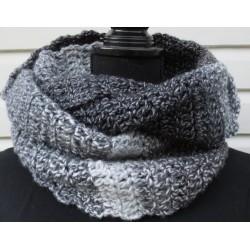 Winterset Herren Strick mit Beanie und Loop in Schwarz Grau aus Wolle gehäkelt. 2-teilig. Handarbeit. KU 54-65 cm