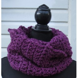 Häkelschal Loop Winter aus dicker Wolle Lila. Long Beanie im Shop. Liebevolle Handarbeit. Farbe nach Wunsch.