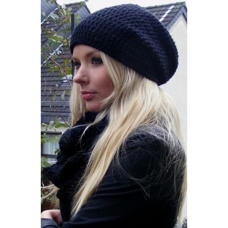 Beanie Mütze Damen schlicht in Tief Schwarz aus Wolle gehäkelt. Handarbeit.Angebot beinhaltet eine Beanie. KU 54-62 nach Wunsch.
