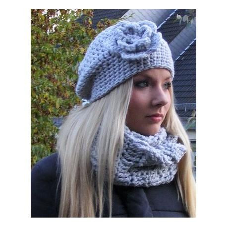 Beanie Mütze Damen Grau Blume aus kuscheliger Wolle gehäkelt. Handarbeit. Angebot eine Haube. Farbe, KU 54-62 nach Wunsch.