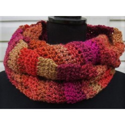 Damen Schal Winter Wolle Rot Farbverlauf als Loop gehäkelt. Beanie im Shop. Handarbeit. Farbe nach Wunsch.