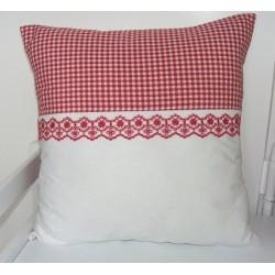 Landhaus Kissen Rot im Landhausstil kariert liebevoll genäht. Angebot beinhaltet einen Bezug ohne Inlett. 40x40, 45x45.